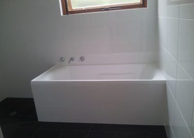 White tiled bath tub