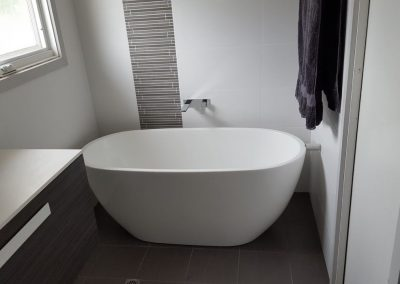 Marble bath tub in Kingswood
