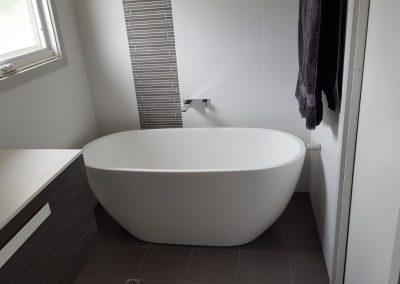 Marble bath tub in Kingswood